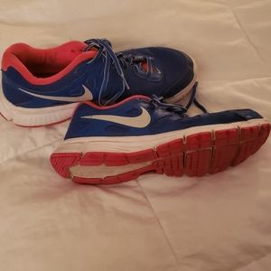 Size 8 Nike running shoes